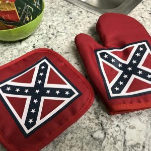 Battle Flag Pot Holder And Oven Mitt Set